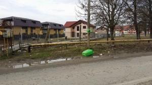 cos de gunoi aruncat